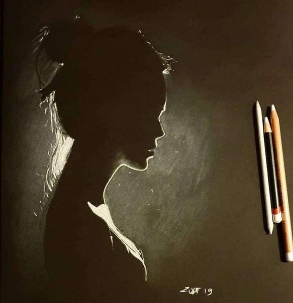 Художник пишет женские портреты, мастерски используя свет и тень Лондонский художник, известный под псевдонимом Зульф (Zulf), создаёт впечатляющие портреты женщин, наполовину спрятанных в тени.