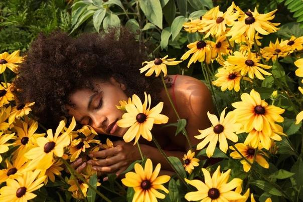 Зази Битц в свежей фотосессии для True Botanicals