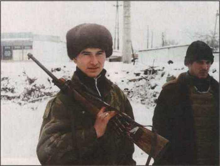 Самодельное оружие в большом ходу в Чечне. Этот парень переделал берданку под винтовочный патрон 7,62 мм