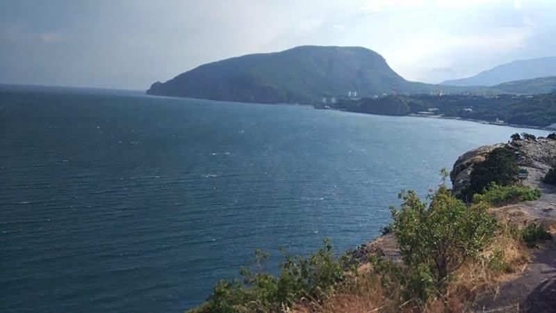 Над вечным покоем Крым мыс Плака ветер сносит
