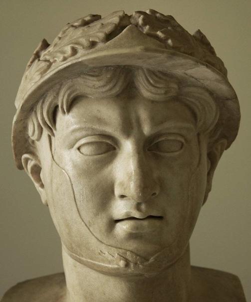 Пирр, царь Эпирский. Особое место в истории Древней Греции занимают не только философы, учёные и цари, но и полководцы, среди которых выделяется один из военачальников, чьё имя известно далеко