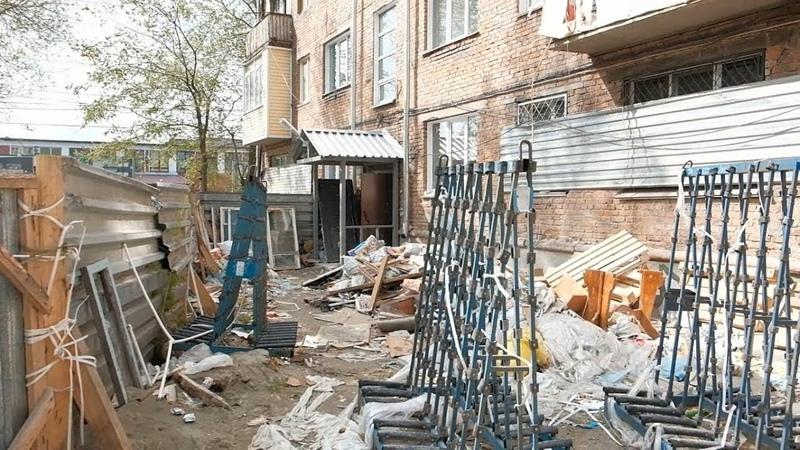 Собственники не верят что аварийный дом по ул.Разина сдадут в июне 20.05.19г. Бийское телевидение