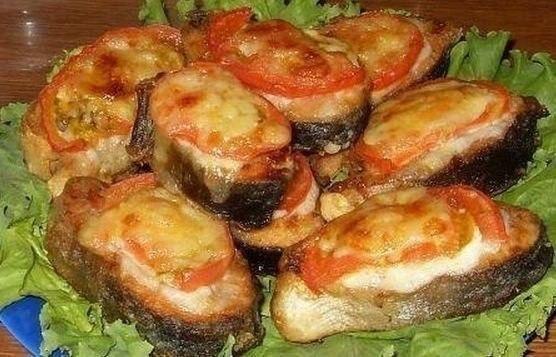 Рыба с помидорами под сыром