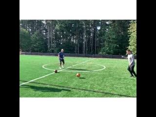 Футбольные упражнения на пас с 3 мячами