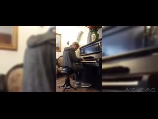 Avicii | playing the piano live (full session)