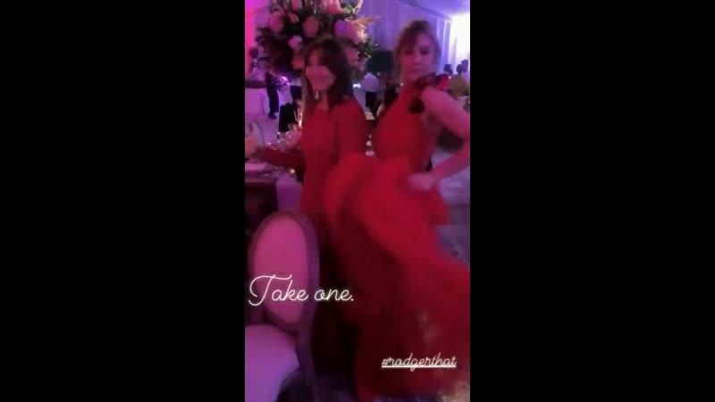 Lizzie no casamento de Jade Gordon