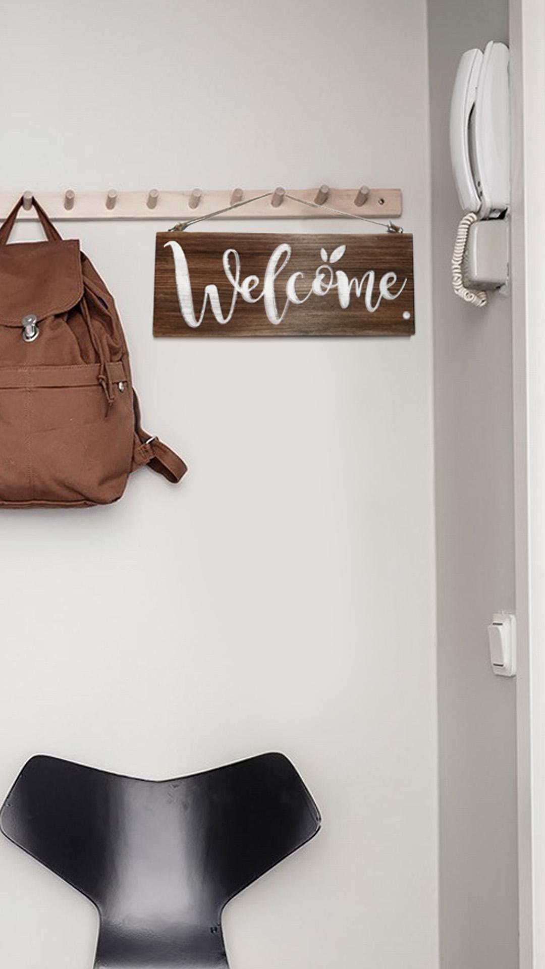 Деревянная табличка Welcome в интерьере