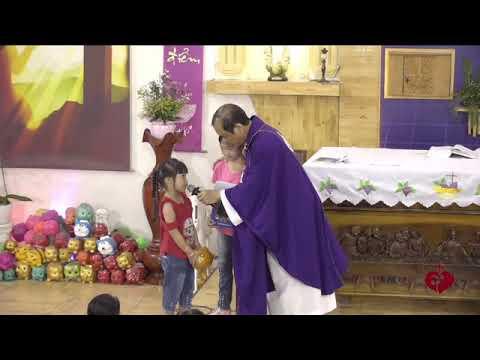 4 Bạn Nhỏ Đến Với Lòng Chúa Thương Xót Dành Tặng Heo Đất Để Làm Việc Bác Ái