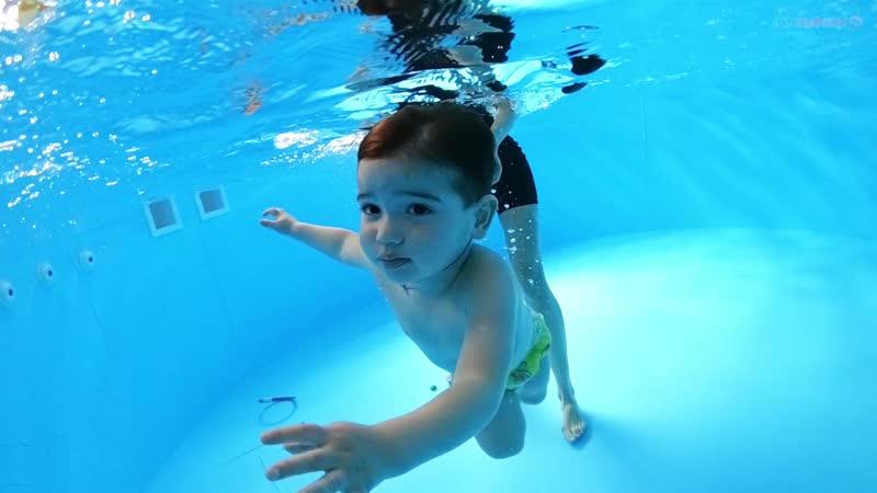 Детское плавание г Абинск Мирон 1 год 7 мес