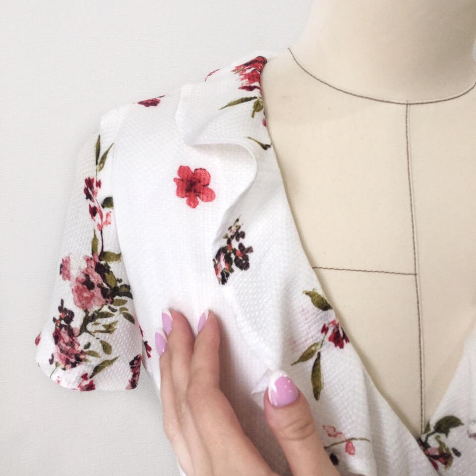 Каждый день лета можно встречать с радостью, если в шкафу тебя ждёт такое платье  Женственное, яркое и нежное, создано по индивидуальному заказу из итальянской вискозы ️