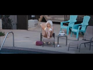 """Подглядывание за голой венди ванден хювел и райли кио - """"под сильвер-лэйк"""" (2018)"""