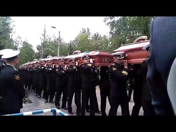 В Санкт-Петербурге на Серафимовском кладбище хоронят погибших подводников