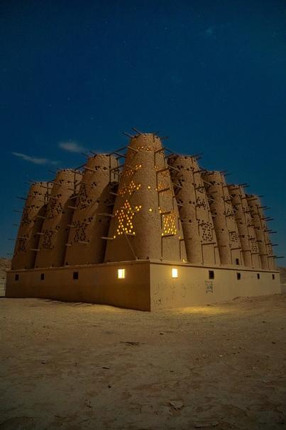 Исторические глинобитные голубиные башни, расположенные недалеко от Эр-Рияда, Саудовская Аравия Фото: Рич