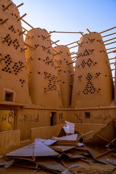 Исторические глинобитные голубиные башни, расположенные недалеко от Эр-Рияда, Саудовская Аравия