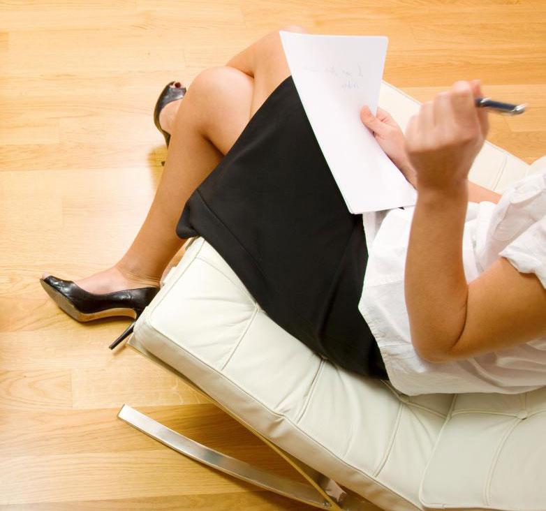 Сжатие, вызванное скрещиванием ног, недостаточно для остановки регулярного венозного кровотока.
