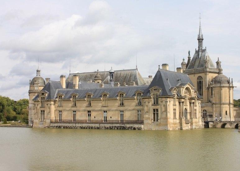 Замки Франции, ренессанс, выполнено в одном стиле, однако разбросано по стране и по времени.