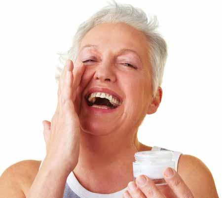 Крем для укрепления кожи может включать ретинол в качестве ингредиента для борьбы с морщинами.