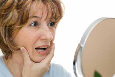 Укрепляющие кожу кремы часто предназначены для увеличения выработки коллагена, помогая сделать кожу более гладкой.