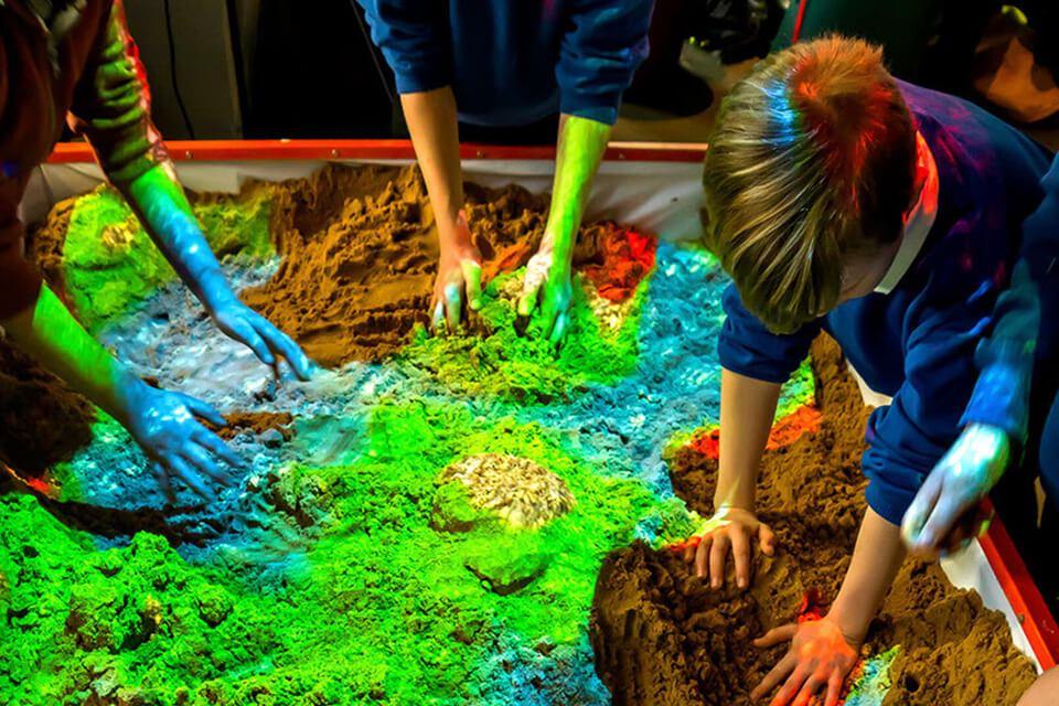Интерактивная песочница для детей – полезное и приятное развлечение
