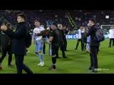 Sergej Milkinkovic-Savic puts Lazios eagle mascot on his arm after the club won their 7
