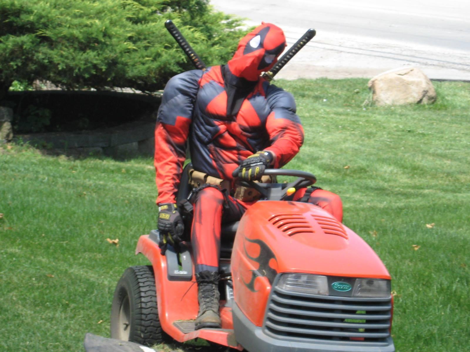 Когда для твоего соседа подстричь газон не просто рутина