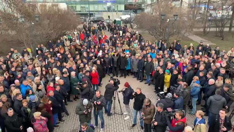 Церемония гражданского поминовения у памятника жертвам интервенции в Мурманске.