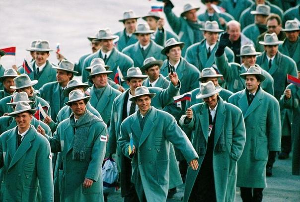 Российская сборная на церемонии открытия зимних Олимпийских игр в Альбервиле (1992 год