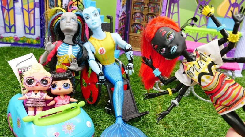 L.O.L bebekler Monster High okulundan çok korkmuşlar! Kuklalarla kız oyunu