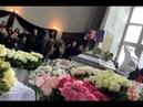 Похоронили в белоснежном гробу и любимом платье: звезды и фанаты простились с Юлией Началовой