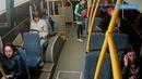Пассажир выбросил кондуктора из автобуса из за нежелания платить за сына