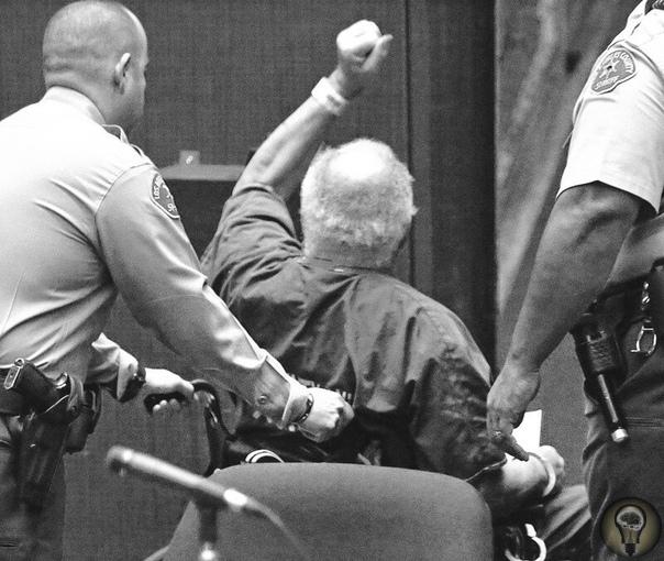 В тюрьме США найден новый рекордсмен 78-летний Сэмюэл Литтл, который с 2014 года отбывает пожизненный срок за убийство 3 женщин, сообщил, что на самом деле убил 90. Треть из них уже