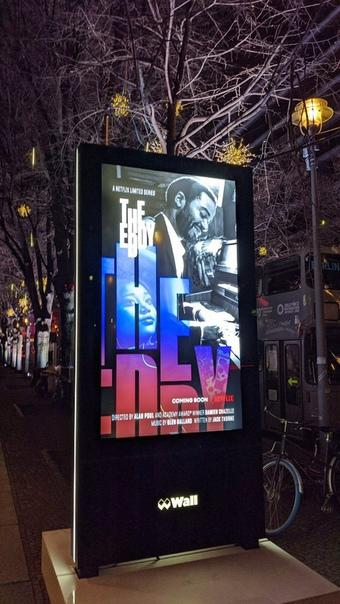 Дебютный постер сериала от Дэмьена Шазелла «Эдди» с улиц Берлина
