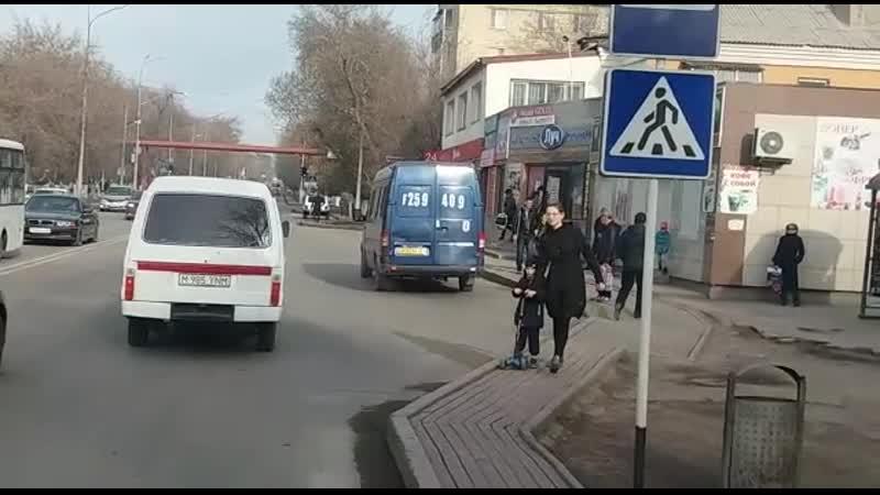 12) водителя синего микроавтобуса, ГРНЗ F 2594 09, который 24.04.2019 г., в 08 ч.05 м., на остановке «Баня» нелегально взял на б