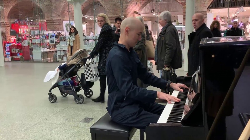 Disguised concert pianist stuns unsuspecting travelers