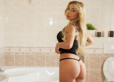 Bathroom quickie with blonde beauty