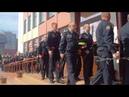 Десятки сотрудников милиции заходят в фойе филармонии, чтобы проститься с Евгением Потаповичем