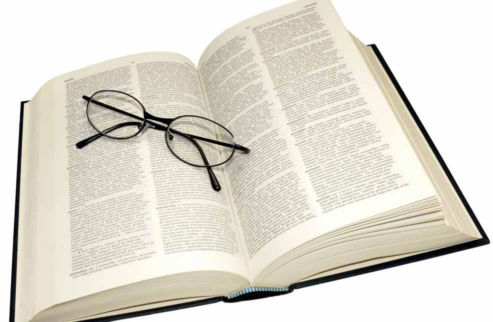Людям с пресбиопией часто требуются очки для чтения, когда они сосредоточены на подробных задачах.