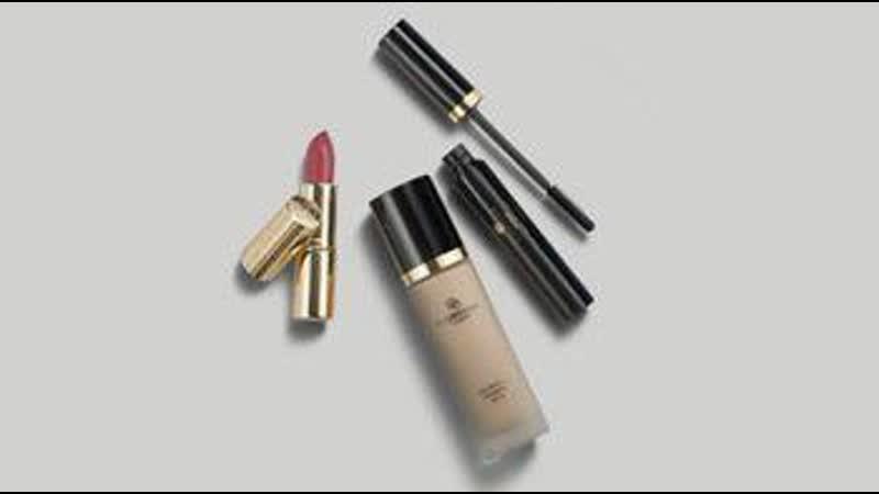Шаг 2 получи набор продуктов декоративной косметики из серии Giordani Gold всего за 199 рублей.