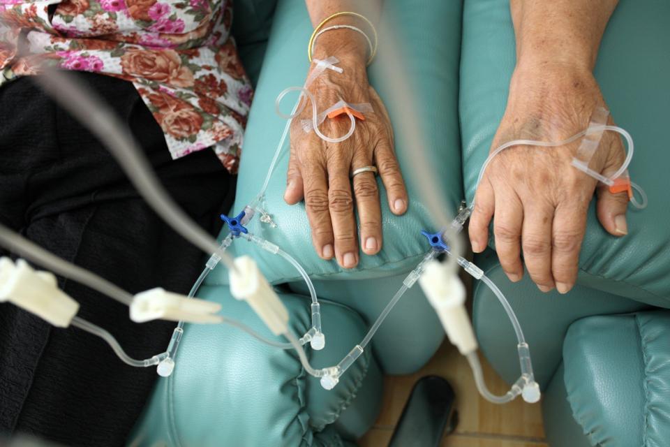 Бевацизумаб может использоваться для лечения метастазирующего рака толстой кишки.