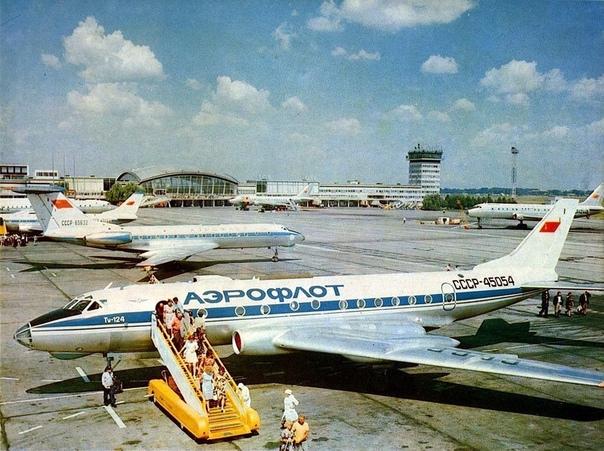 В аэропорту Борисполь, Киев, 1970е.