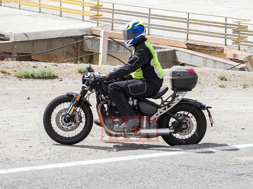 Шпионские фото обновленного Triumph Bobber
