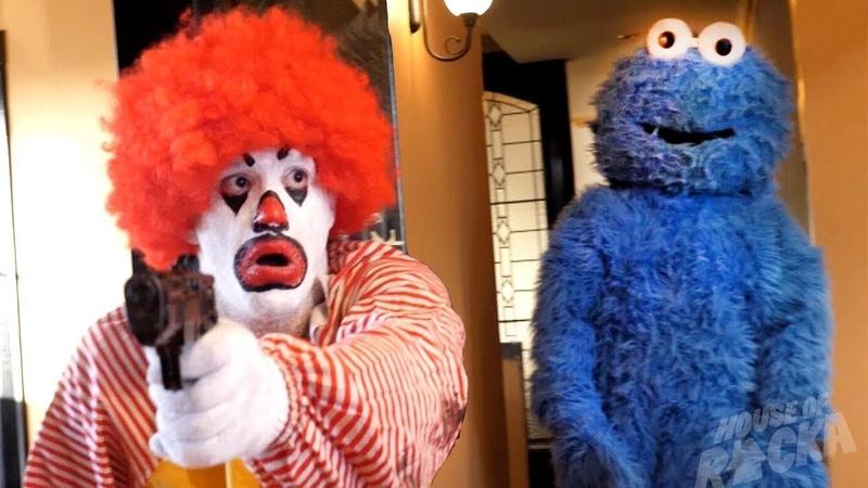 Ronald McDonald VS Cookie Monster Рональд МакДональд против Коржика Русская озвучка