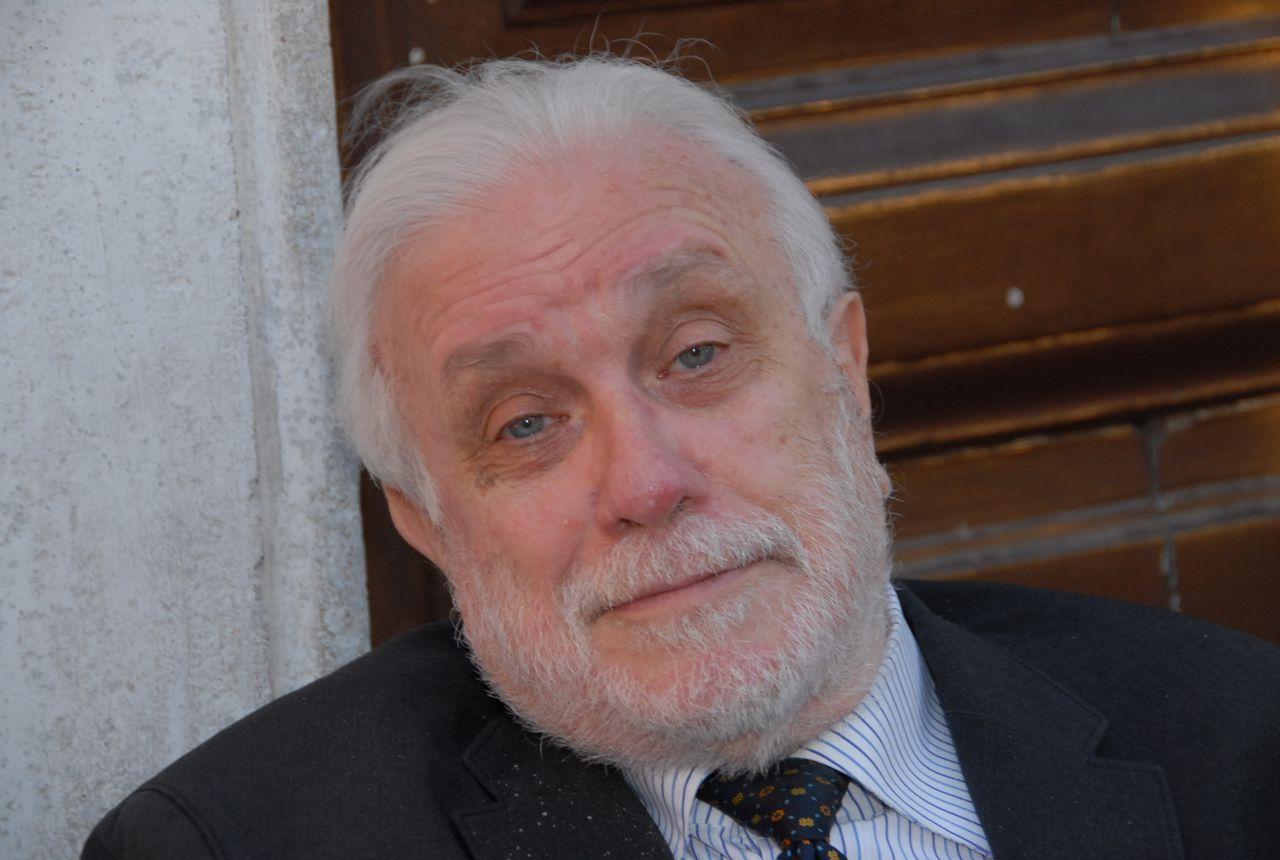 Умер итальянский писатель Лучано Де Крешенцо