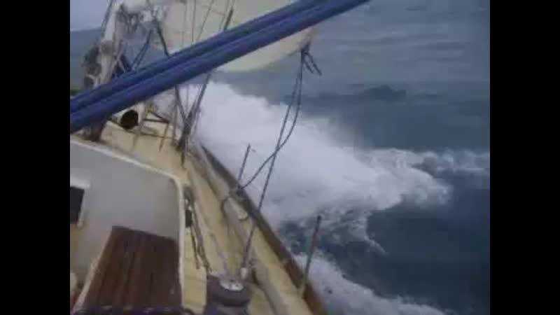 Яхта Апостол Андрей бейдевинд в Южном океане