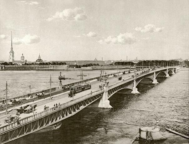 Троицкий мост  разводной мост через Неву, Санкт-Петербург (Начало XX века).