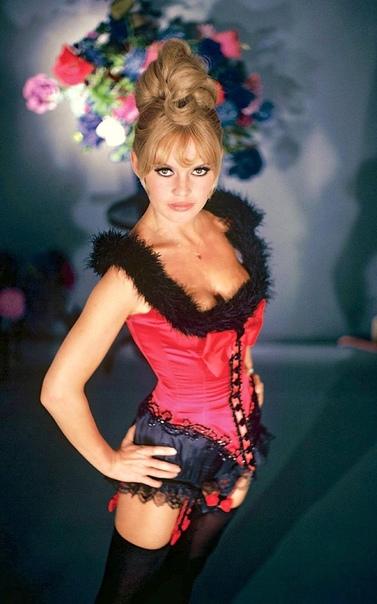 Бриджит Бардо в рекламном фото для Viva Maria (1965 год)