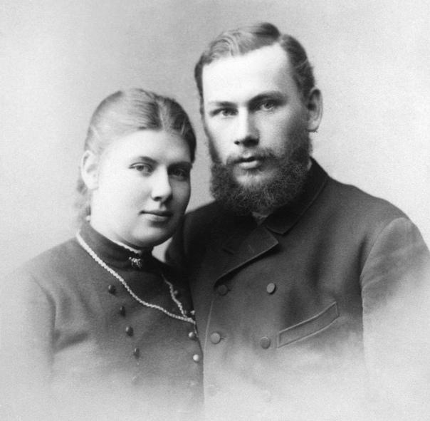Трагедия жены Льва Толстого Уже больше ста лет прошло с тех пор, как ушел из жизни великий Лев Толстой, но его личную жизнь до сих пор горячо обсуждают. В последнее время популярна позиция:
