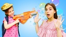 Что взять в Детский Лагерь Смешные видео игры в магазин с куклой Барби.
