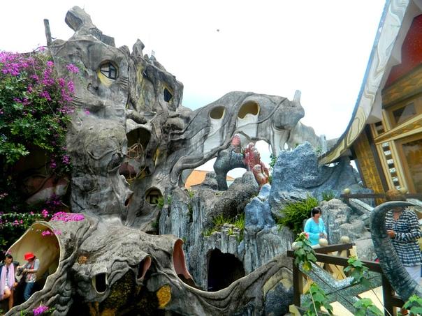 Гостиница Hang Nga Guesthouse в Далате, Вьетнам Гостиница Hang Nga во Вьетнаме напоминает своим внешним видом нечто сказочное, даже отдаленно не напоминающее современное здание. Скорее оно