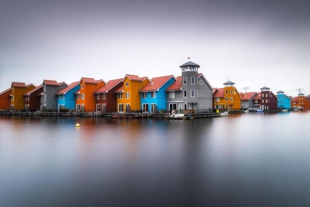 Красочные дома в Гронингене, Нидерланды.